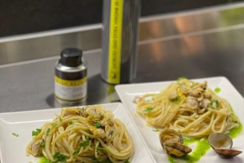 Spaghettoni risottati alle vongole con salsa al prezzemolo e olio EVO Lucrezio